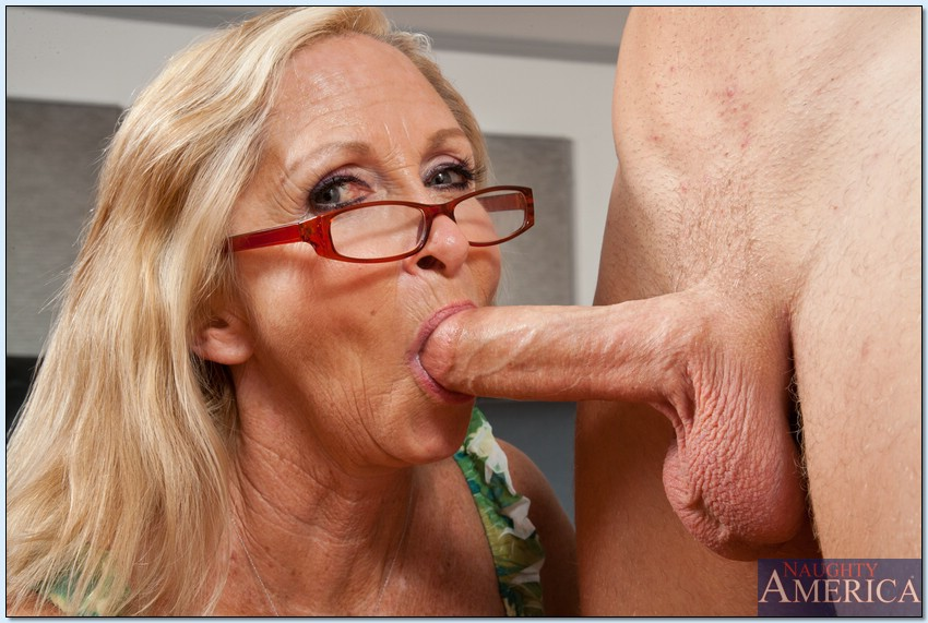 Very old granny lesbians licking pussy