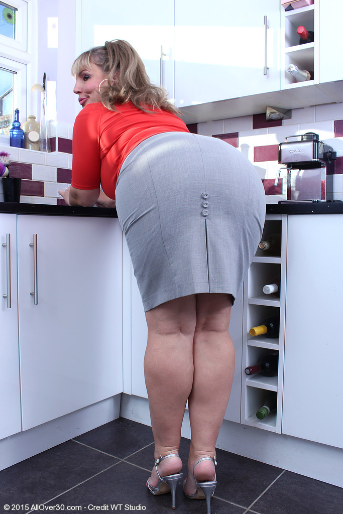 Порно фото больших задниц домохозяек Мне