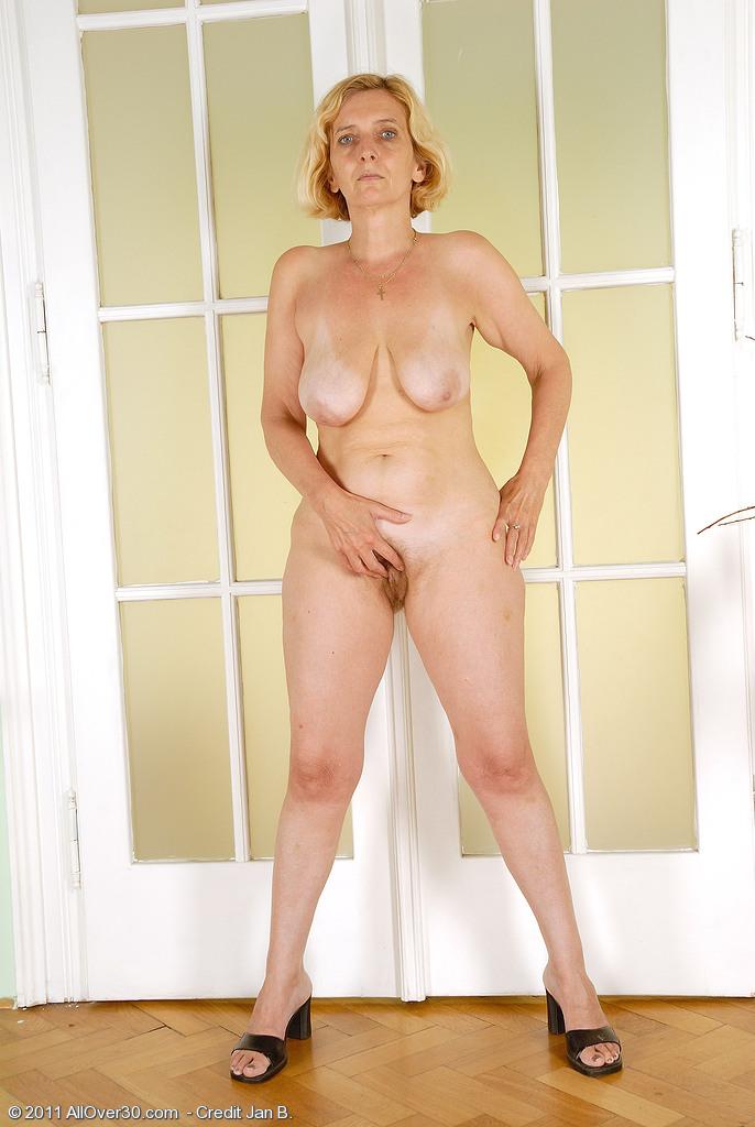 Full figured naked women having sex