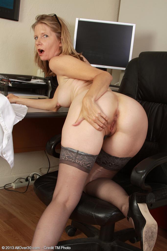 Порно онлайн зрелая секретарша стала раком
