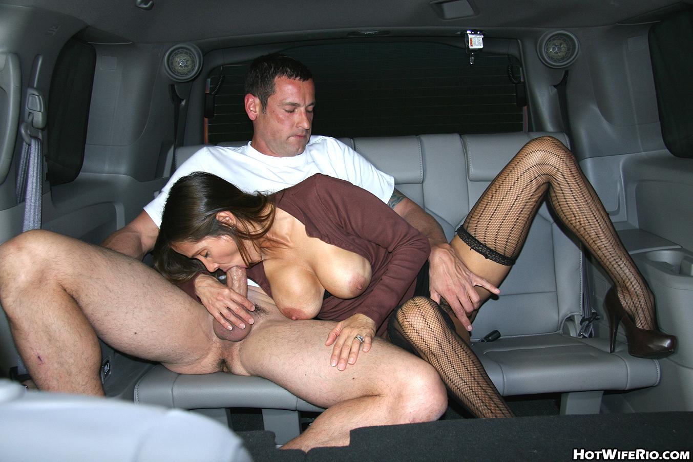 Трахаються В Авто