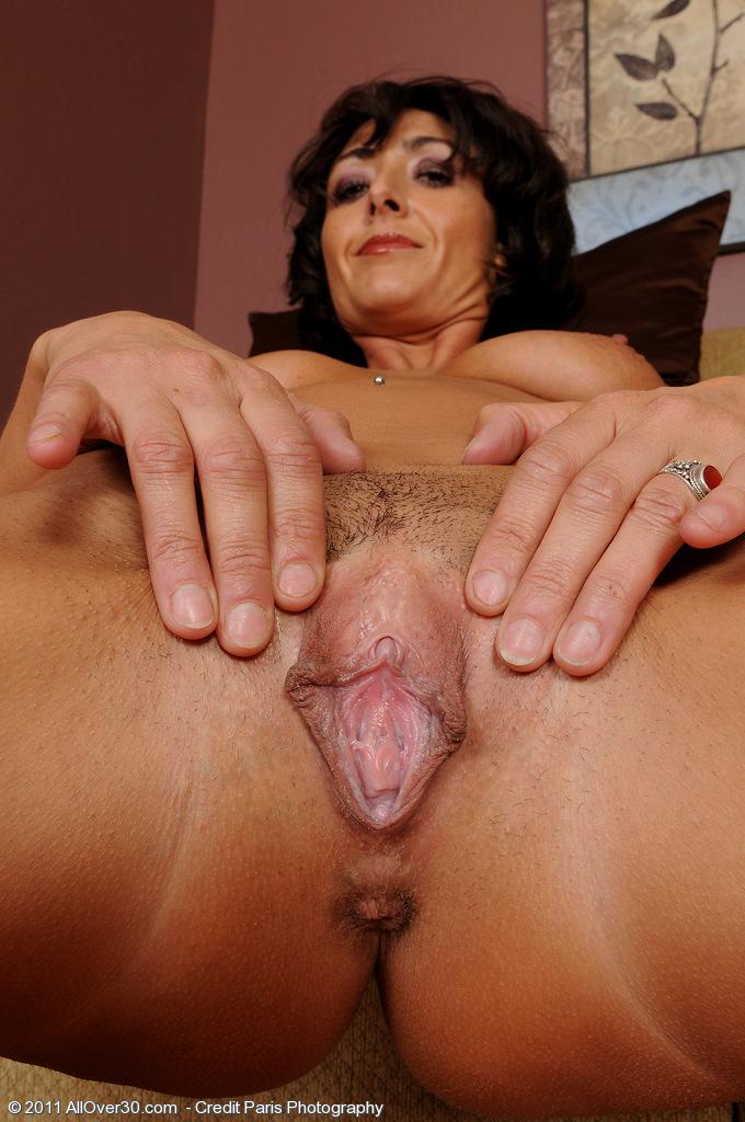 Natural big breasted latina
