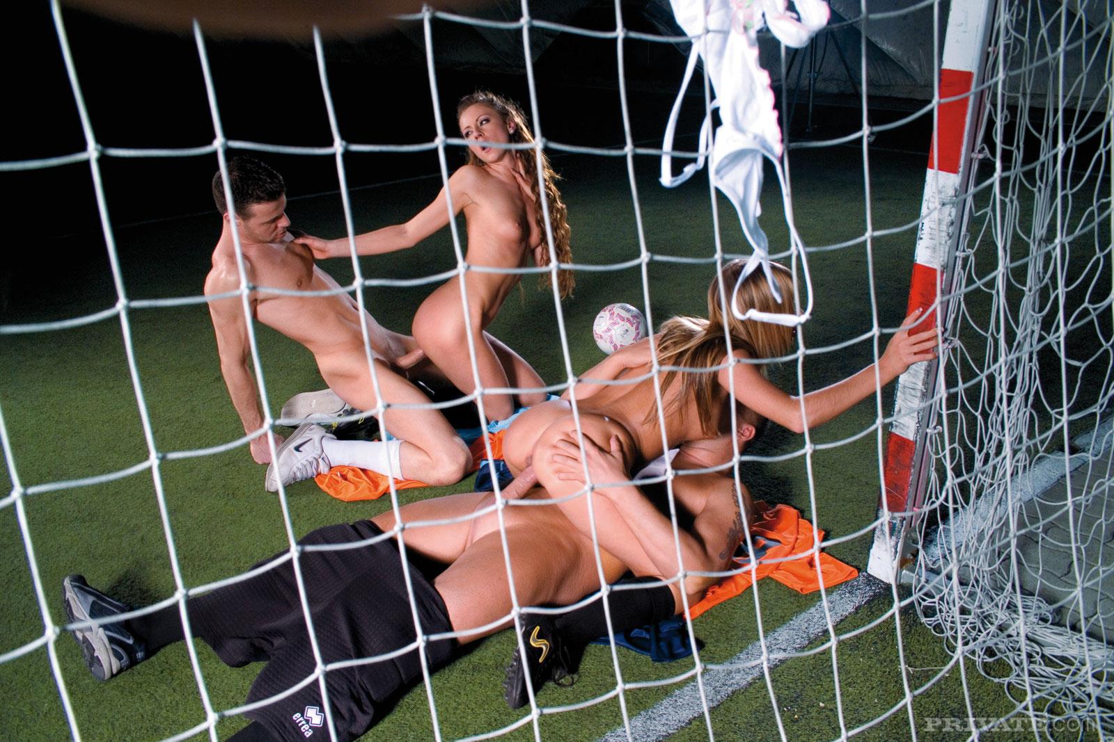 играть футбол секс